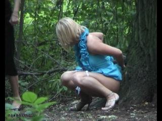 женщины писяют на природе снято видео камерой